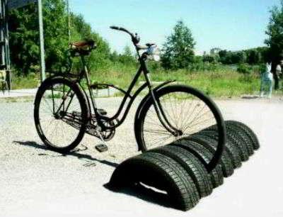 Стойка для велосипедов из старых покрышек своими руками
