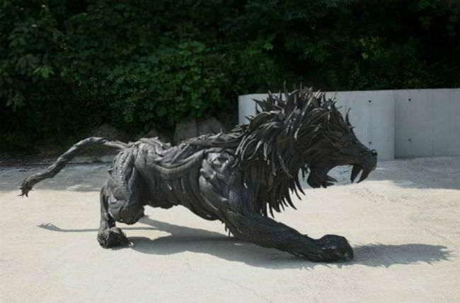 Лев из старых покрышек своими руками